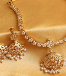 Buy BEAUTIFUL SPARKLING WHITE STONE TRADITIONAL NECKLACE SET necklace-set online