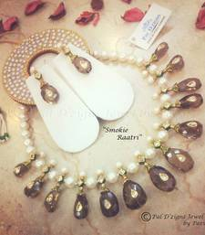 Buy Smokie Raatri necklace-set online