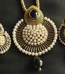 Buy Beautiful Black Meena Pendant studded with Pearls necklace-set online