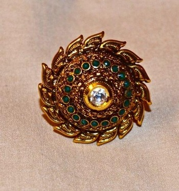 Rajwadi Style antique ring in Gold