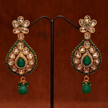 Anvi's uncut stones bridal earrings with emeralds
