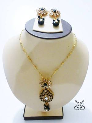 Black kundan Flower Necklace Set
