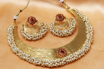 goldplated pinkcolour necklace set