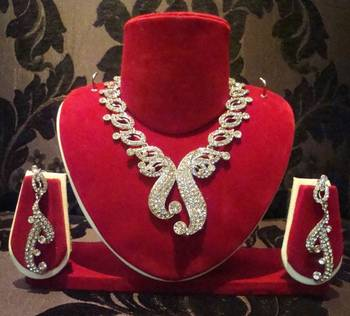 Silver Butterfly-like Pendant Necklace Set