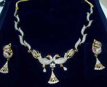 Curvy Peacock Necklace