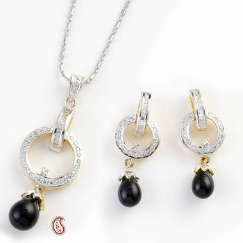 Astonished Pendant Set with Black Onyx