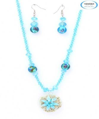 Stylish crystal pendant set