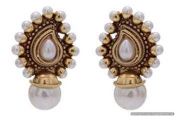 ANTIQUE GOLDEN STONE STUDDED KAIRI SHAPED STUD STYLE EARRINGS (PEARL)  - PCAE2181