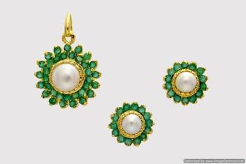 EXCLUSIVE STONE STUDDED SUN LOCKET SET WITH EARRINGS (PEARL EMRALD) - PCL1039