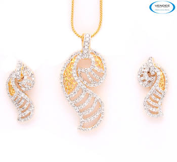 Eye catchy diamond pendant set