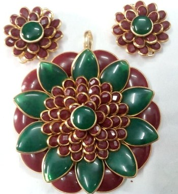Red and Green pachi pendent with earrings