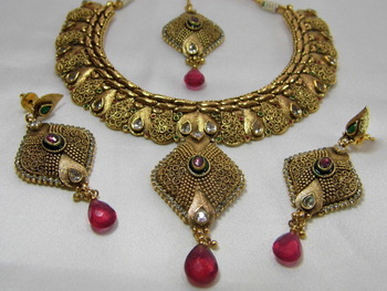 Beautiful Antique Necklace set with Maang Tika