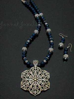 Blue Onyx and Flower pendant necklace with earrings