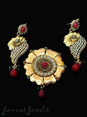 Gorgeous Flower Pendant and elegant earrings