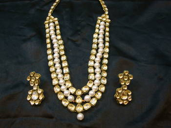 Design no. 8 b.1324....Rs. 19800....Pre order jewellery. Will be made in 15 days after payment.