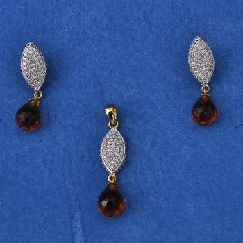 Attaractive Diamond Pendant Set