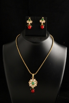 ethnic gold plated on copper alloy metal polki pendant set -Red and Green Color