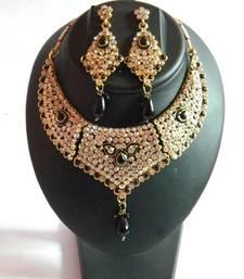 Buy bridal set- get free maangtika Necklace online