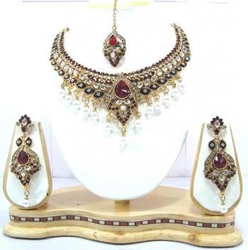 Dealtz Fashion maroon pearl designer necklace set
