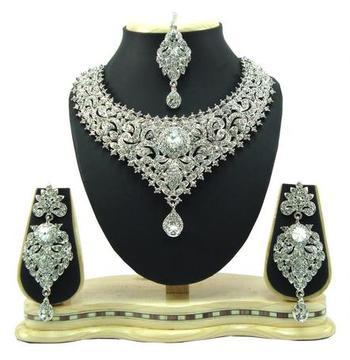 Dealtz Fashion silver tone party wear necklace set