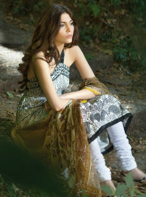 Pakisatni Designer Sana Safinaz Suit