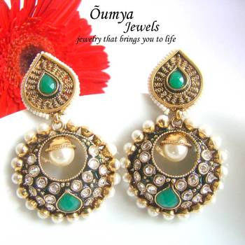 Green round earings
