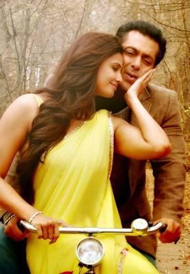 Daisy Shah Jai Ho Yellow Bollywood Replica Saree