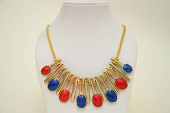 Casual Resin and Metallic Necklace