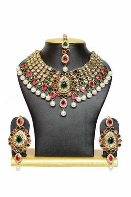 New Dazzling Kundan Jewelry Set in Pink and Green with Pearls