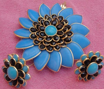 Black Blue Pachi Pendent with earrings