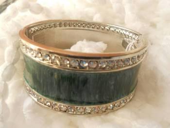 Stone Studded Green Bracelet-080134