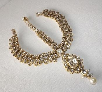 Golden Classic Rajwada Style Maatha Patti with Maang Tikka in American Diamonds