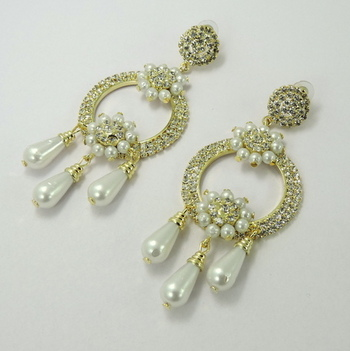 Designer Silver Color Moti and Crystal Earring