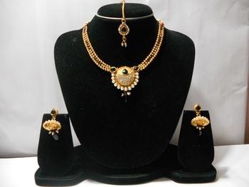 Golden Stone Studded Necklace Set