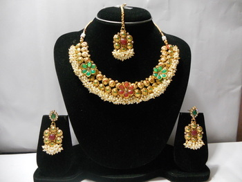 Red and Green Stone Studded Necklace Set
