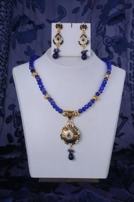 Fancy Necklace Set in Blue