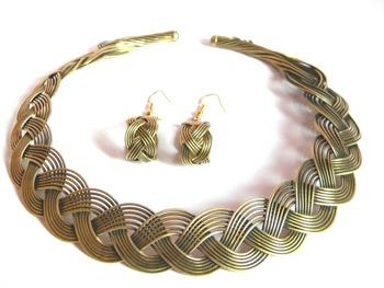 plaited golden necklace