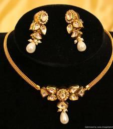 Buy Beautiful Kundan Meenakari Elegant Chik Pendant Set karva-chauth-jewellery online