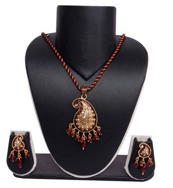 Sukkhi Delightly Crafted Gold plated Pendant Set 1009V