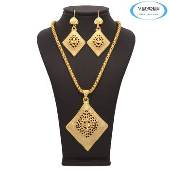 Vendee Fashion Lovely Women's Square Shape Pendant Set (7198)