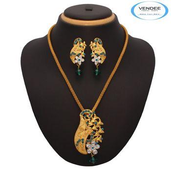 Vendee Fashion Admirable Designer Golden Pendant Set (7211)