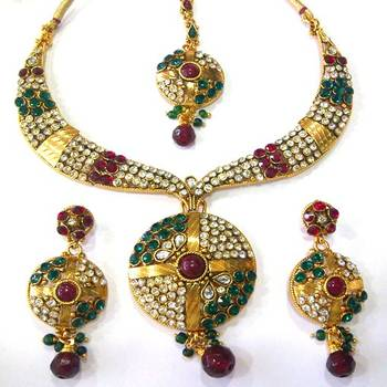 Elegant Necklace Set with Maang Tika