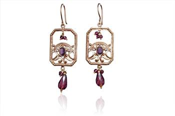 Learn makeup. Discover fashion earrings